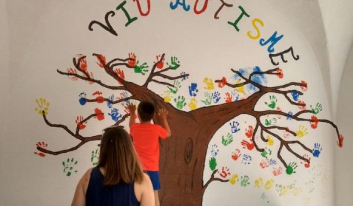 Imatge de la inauguració del nou local de Viu Autisme. Font: Girona Notícies