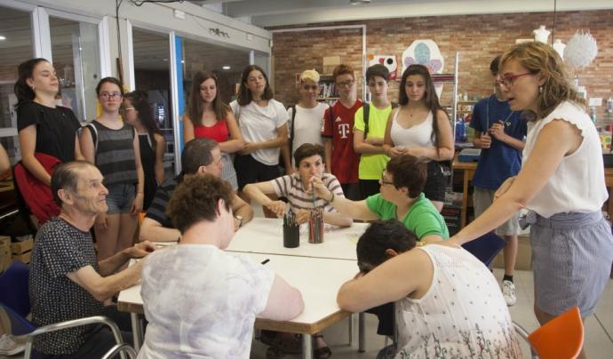 L'Associació Alba ofereix a joves d'entre 14 i 17 anys la possibilitat d'introduir-se al món del voluntariat a l'obrador de galetes El Rosal. Font: Associació Alba