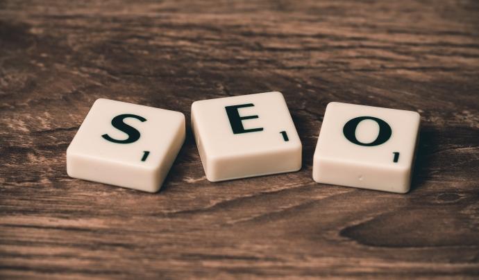 Per tal que els continguts web tinguin visibilitat als cercadors s'ha de redactar tenint en compte el SEO. Font: Llicència CCO.