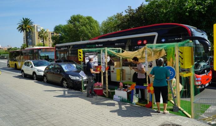 El Park(ing) Day es basa en per transformar les places d'aparcament del carrer en petits parcs i jardins.  Font: Park(ing) Day