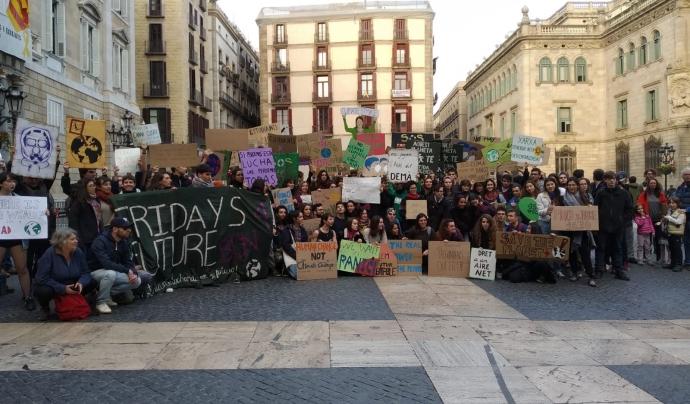 Manifestació de F4F a Plaça Sant Jaume Font: Fridays For Future BCN