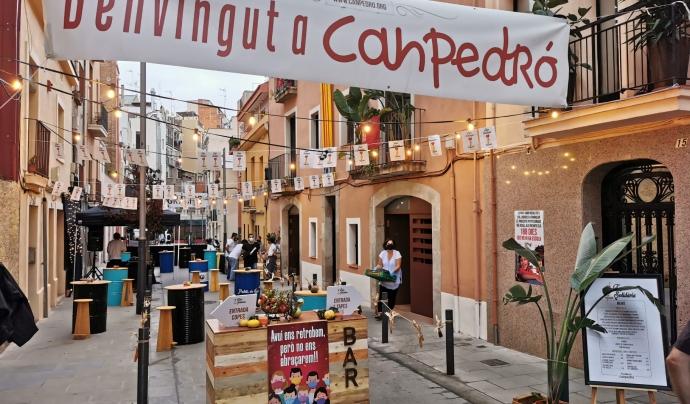 La 'Tapa solidària' ja és un clàssic de les festes d'Hostafrancs. Font: Fundació Canpedró