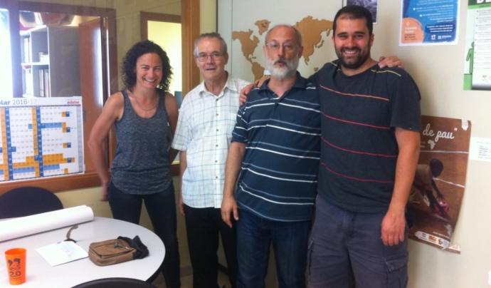 A la dreta de l'imatge, Xavier Costa, responsable de projectes de l'ONGD Vols.