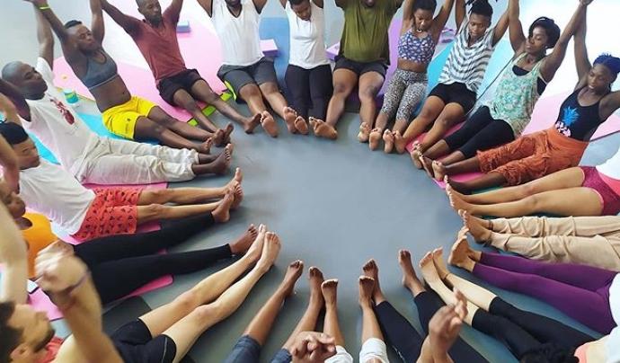 La formació es basa en la cooperació. Font: Yoga Sin Fronteras. Font: Yoga Sin Fronteras