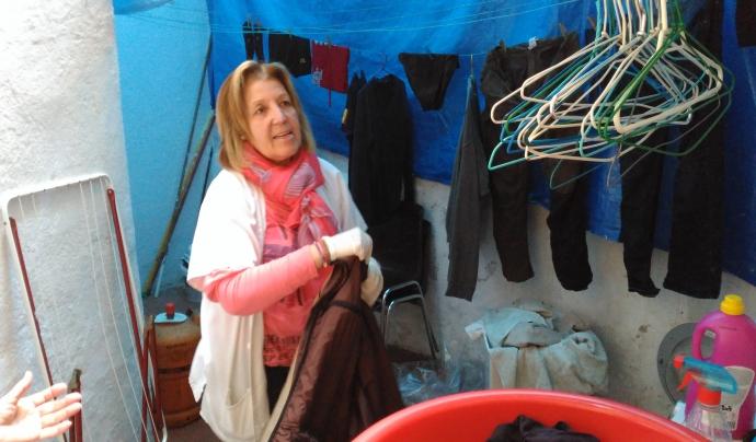 El centre té una zona per rentar la roba de les persones usuàries.  Font: Laura Morral