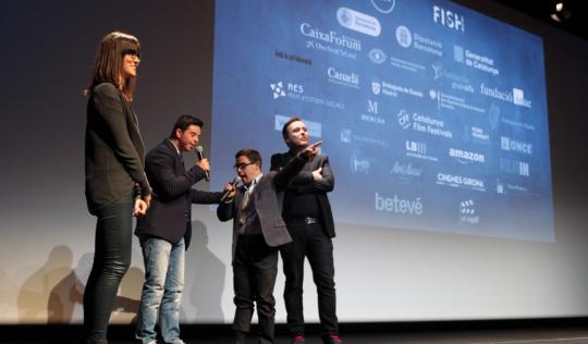 """El director Josevi Garcia Herrero i els protagonistes de """"Distintos"""" captiven al públic després de la seva projecció Font: Festival Inclús"""