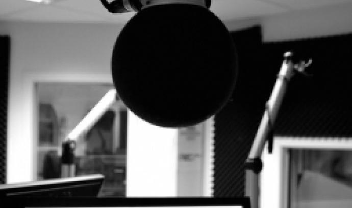 Imatge d'un emisora de radio. Imatge de Eva Van Ostade. Llicència d'ús CC BY 2.0