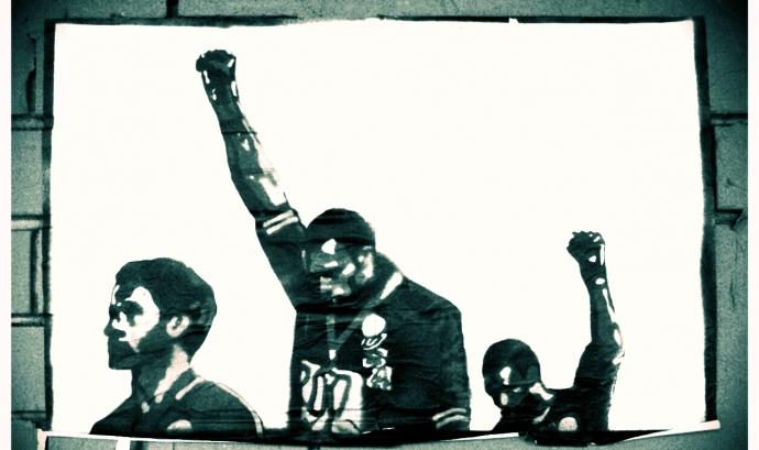 Un graffiti de la salutació del 'black power' fet als Jocs Olímpics de Mèxic del 1968 pels drets humans. Font: Melbourne Streets Avant-garde (CC BY-NC 2.0)