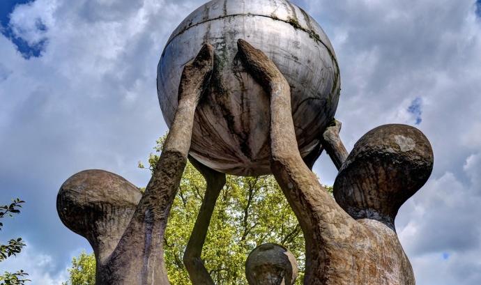 The 'peace sculpture' / Derrick Richardson-Lee Font: George Rex