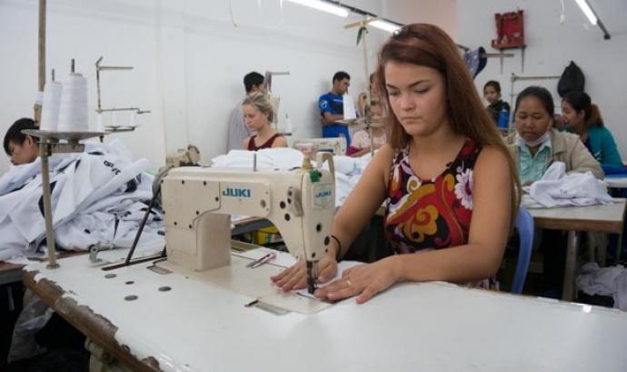 Fotograma de la sèrie Swatshop sobre la indústria tèxtil a Cambodja