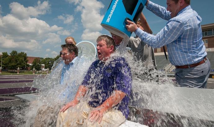Imatge de l'Ice Bucket Challenge Font: