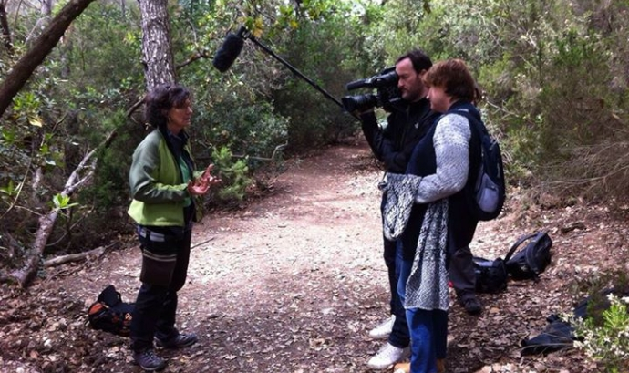 Gravació d'un capítol amb Eloisa Matheu a Collserola, especialista en cants d'ocells (imatge: Eloisa Matheu) Font: