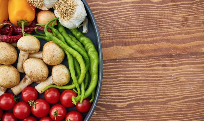 En termes dietètics, el veganisme esdevé la pràctica de prescindir de tots els productes derivats total o parcialment d'animals. Font: Pixabay (Llicència CC)