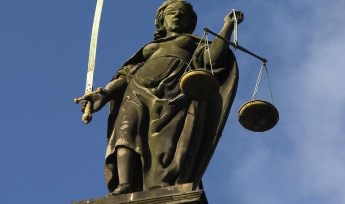 Quina informació legal heu de publicar a la web de la vostra entitat? Imatge de Hans Splinter. Llicència d'ús CC BY ND 2.0 Font: