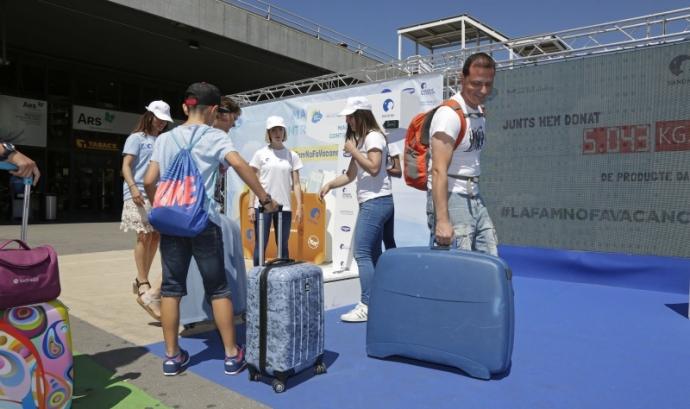 Danone i la Fundació Banc dels Aliments s'uneixen amb el repte de superar els 32.500kg de solidaritat aconseguits a Barcelona l'any passat Font: Banc d'Aliments