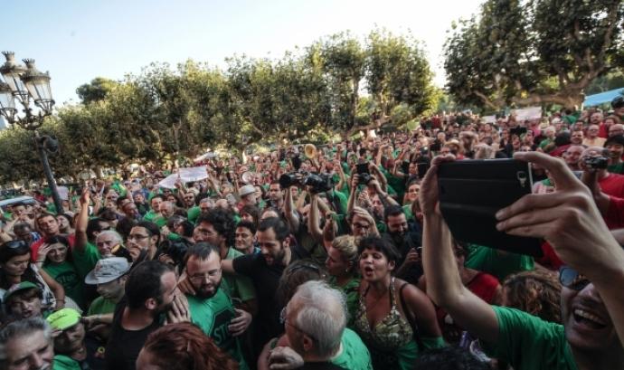 Centenars de persones han celebrat a l'exterior del Parlament l'aprovació de la Llei. Font: Parlament Font: