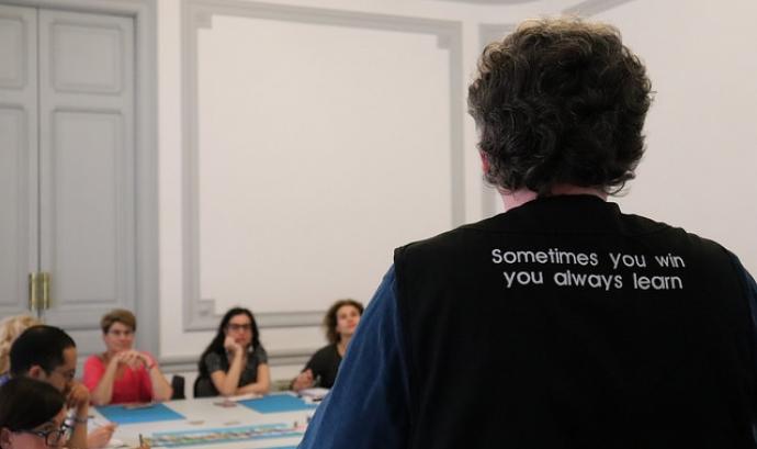 Xavier Moratonas López, formador de Lu2, va fer un taller de jocs de taula en la Jornada Punt TIC i Presó