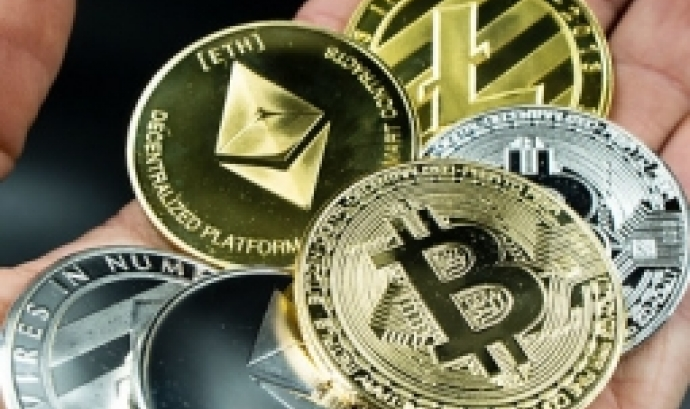 Fotografia de diferents monedes digitals
