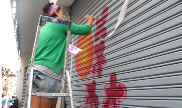 """Jove participant del projecte """"50 Obres d'Art al Raval"""""""