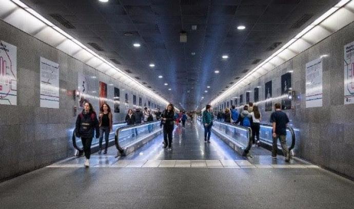 Acció fotogràfica al metro