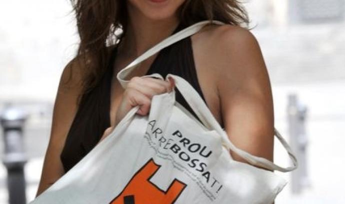"""L'actriu AÍna Clotet, imatge de la campanya """"Catalunya lliure de bosses"""" (imatge:residusiconsum.org) Font:"""