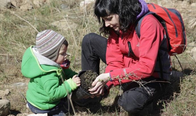 Jornada de voluntariat ambiental per la recuperació del bosc de ribera a Montblanc (imatge:associació Cen)
