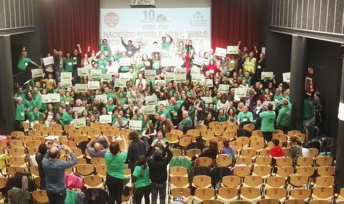 A l'assemblea estatal a l'Ateneu Popular de Nou Barris hi van assistir més de 400 persones Font: PAH
