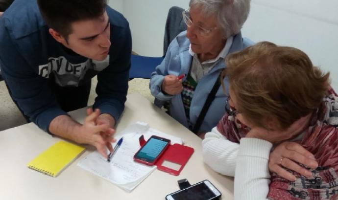 Classe al Centre Esplai Fontsanta de Cornellà. Font: Fundación Esplai Font: