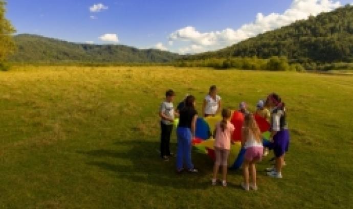 Amb el títol de monitor o monitora lleure es pot treballar en esplai, colònies, campaments, casals d'estiu, activitats extraescolars o menjadors escolars.