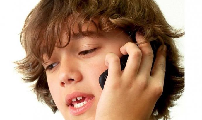 Imatge feta servir a la difusió del telèfon 116 111 del govern balear Font: