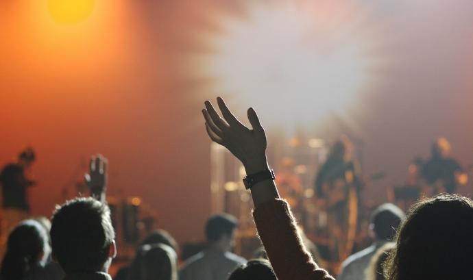 Els i les adolescents consideren que la música que escolten transmet estereotips de gènere i fomenta la desigualtat entre homes i dones Font: Pixabay