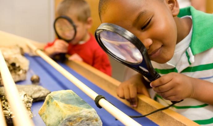 Nens aprenent sobre minerals Font: Pinterest