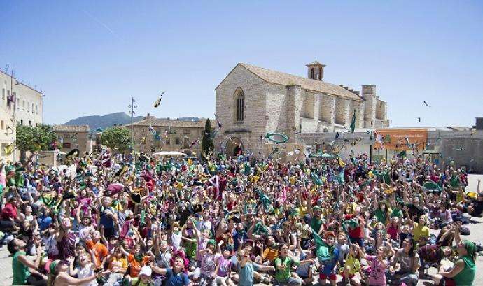 A la plaça Sant Francesc de Montblanc s'ha fet la cloenda de La Bajoca, la trobada de la Demarcació de Tarragona de Minyons Escoltes i Guies de Catalunya. Font: