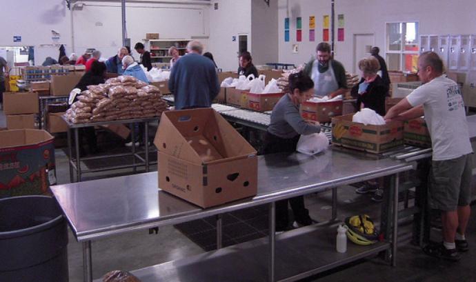 Banc dels aliments. Imatge CC BY-ND 2.0 de Alameda County Community Food Bank Font: