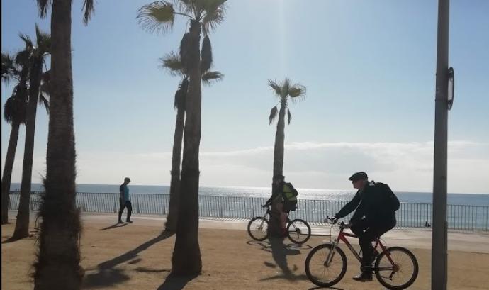 Des de fa uns anys la campanya '30 dies en bici' vol incentivar la comunitat de ciclistes que agafen la bici per canviar el món amb actitud alegre. Font: @formenteril