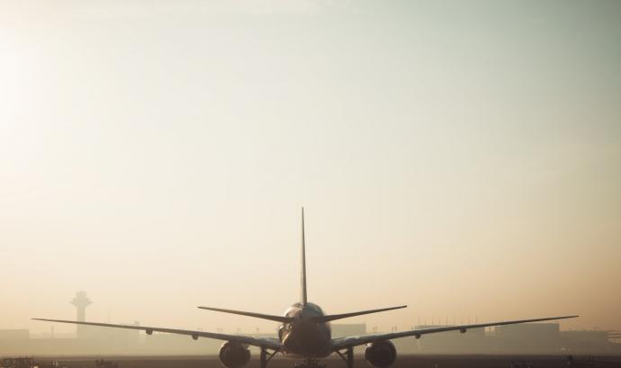 L'aeroport i el port de Barcelona són els dos focus principals de contaminació de la ciutat.  Font: CC