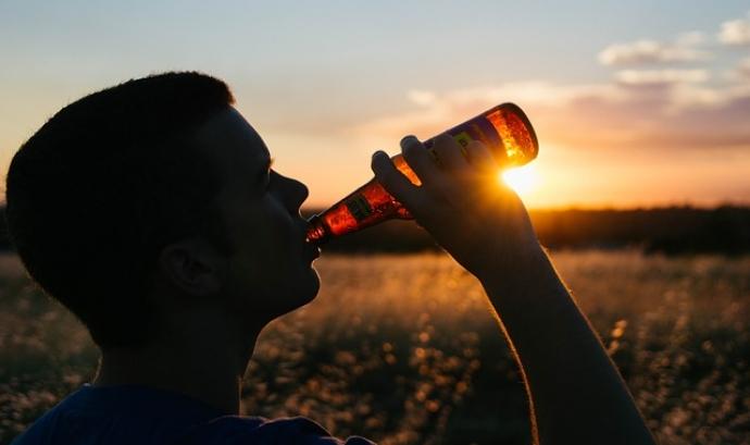 El consum no responsable d'alcohol pot suposar un greu problema de salut, especialment entre la població més jove Font: StockSnap a Pixabay