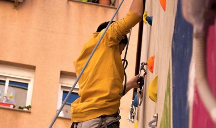 Taller d'escalada que van realitzar en Moustafà i en Bouziq a Enriquezarte. Font: Enriquezarte