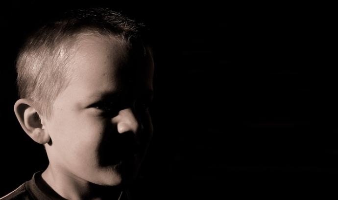 Nen que ha patit violència infantil. Font: Pixabay