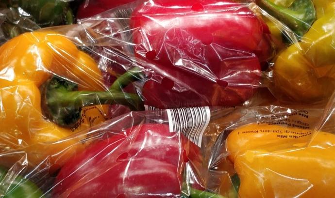 L'anàlisi de Greenpeace evidencia que el poc compromís dels supermercats per reduir els residus de plàstic Font: Greenpeace