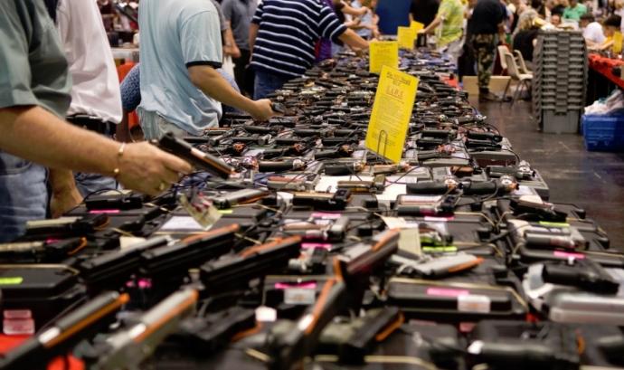 Venda d'armes. Font: M&R Glagsow, Flickr