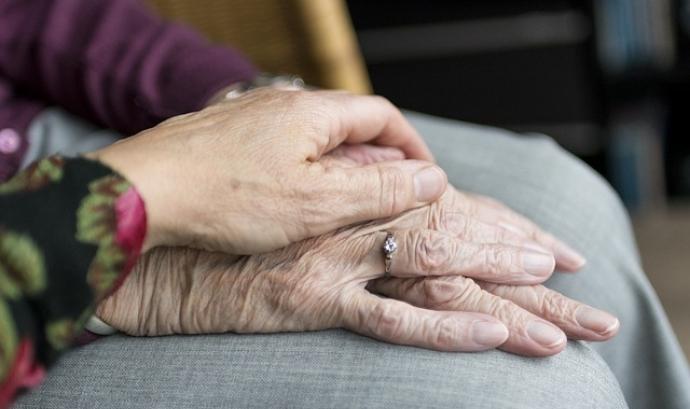 La gent gran és un col·lectiu que necessitat suport per part de la societat Font: Sabinevanerp a Pixabay