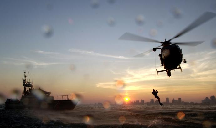 Rescat amb helicòpter. Font: NASA