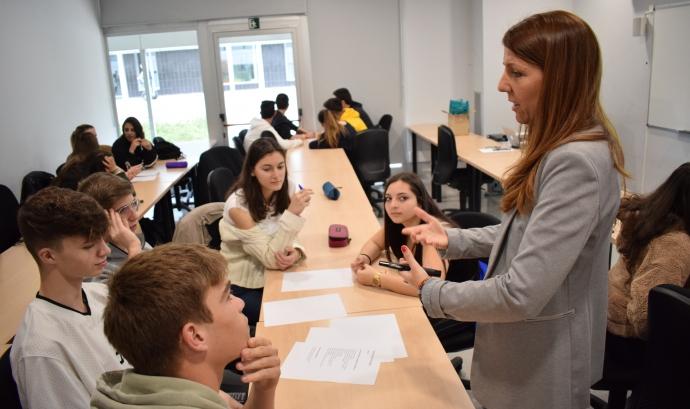 El projecte té com a objectiu potenciar el compromís cívic de l'alumnat amb les entitats de Manresa. Font: Fundació Universitària del Bages