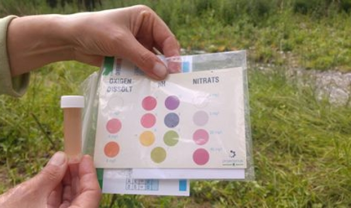 L'Associació Habitats facilita els kits per fer l'anàlisi dels rius