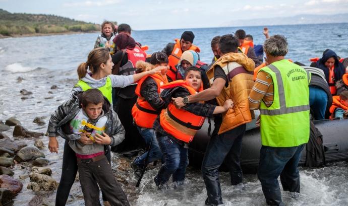 Rescat de persones refugiades al Mediterrani. Font: CAFOD Photo Library, Flickr