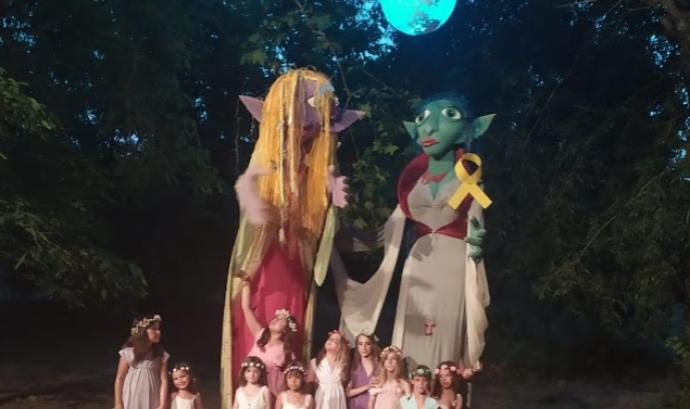 Les goges de Sant Martí Vell són dos titelles de 3 metres d'alçada defensores de la natura i del poble Font: Ajuntament de Sant Martí Vell
