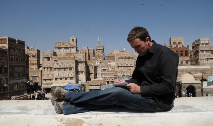 Mikel Ayestaran treballant a Sanà (Iemen)