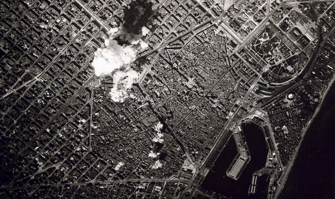 Bombardejos aeris a Barcelona. Domini públic.
