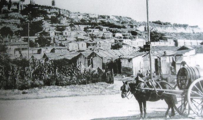 Foto antiga del barri de barraques de Montjuïc